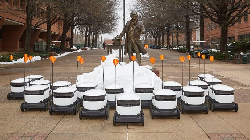 Starship robotları kampüste öğrencilere pizza ve kahve dağıtıyor